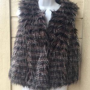Yoki  faux  pheasant black white  vest